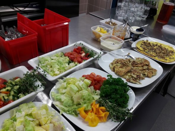 Arkiruokaa oppilaitoksen ruokalassa